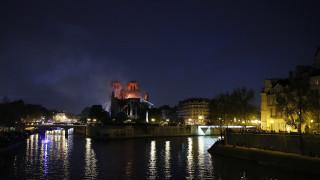 Παναγία των Παρισίων: Tα συγκλονιστικά πρωτοσέλιδα των γαλλικών εφημερίδων