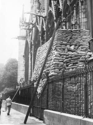 1939, σακιά με άμμο προστατεύουν το Ναό από ενδεχόμενους βομβαρδισμούς.