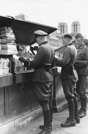 1940, οι Γερμανοί στο Παρίσι.