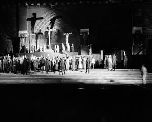 1962, αναπαράσταση του θείου δράματος μπροστά στο Ναό.