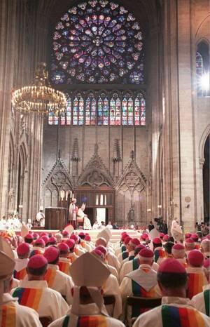 1997, ο Πάπας Ιωάννης Παύλος ο Β' λειτουργεί στο Ναό.