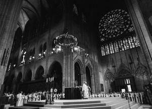 1997, ο Πάπας Ιωάννης Παύλος ο Β' λειτουργεί στην Παναγία των παρισίων.
