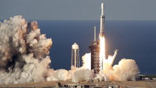 Falcon Heavy: Ο πύραυλος της SpaceX γύρισε στη Γη αλλά το κεντρικό του τμήμα χάθηκε… στον Ατλαντικό