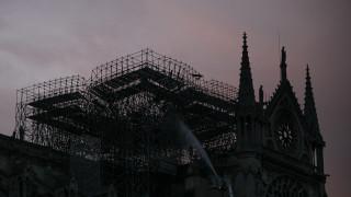 Στάχτη και καταστροφή: Μια θλιβερή ημέρα ξημέρωσε στο Παρίσι