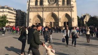 Παναγία των Παρισίων: Γιατί αυτή η φωτογραφία έγινε viral