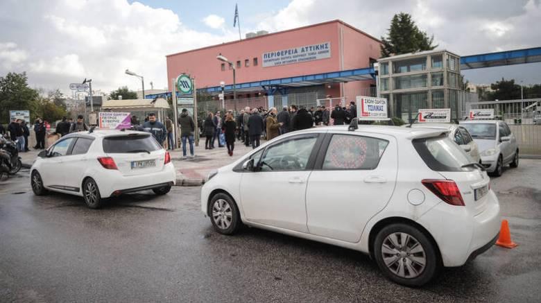 Σε «ομηρία» ξανά 100.000 υποψήφιοι οδηγοί μετά τη νέα αποχή των εξεταστών