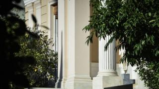 Κυβερνητικές πηγές: Ο κ. Μητσοτάκης εκμεταλλεύτηκε τους καλλιτέχνες εν αγνοία τους
