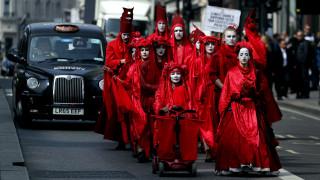 Λονδίνο: Δεύτερη μέρα διαδηλώσεων για την κλιματική αλλαγή - Εκατοντάδες συλλήψεις διαδηλωτών