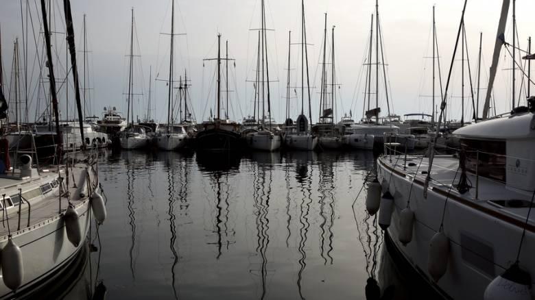 Βυθίστηκε τουριστικό σκάφος στον Άλιμο