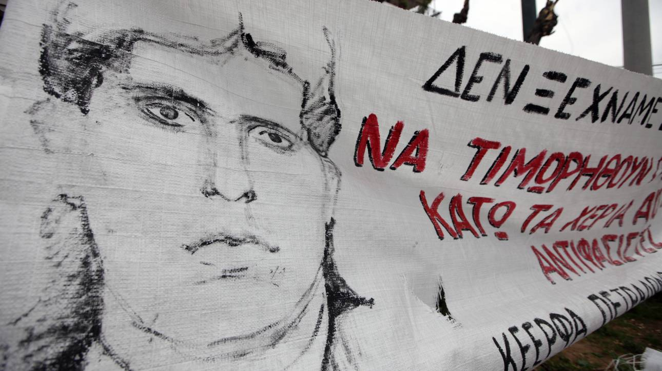 Ένταση στη δίκη για τη δολοφονία Λουκμάν: Αντιεξουσιαστές εισέβαλαν στο Εφετείο και πέταξαν τρικάκια