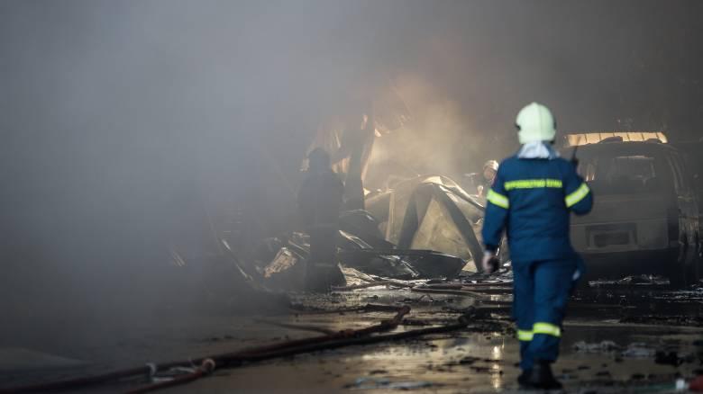 Φωτιά σε κτήριο στη Λιοσίων - Απεγκλωβίστηκαν 2 άτομα