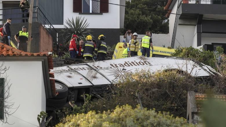 Τραγωδία στην Πορτογαλία: Τουριστικό λεωφορείο «προσγειώθηκε» σε στέγη σπιτιού - Δεκάδες νεκροί