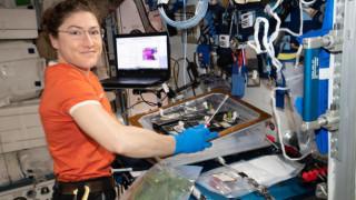Η αστροναύτης Κριστίνα Κοχ ετοιμάζεται να σπάσει ένα διαστημικό ρεκόρ