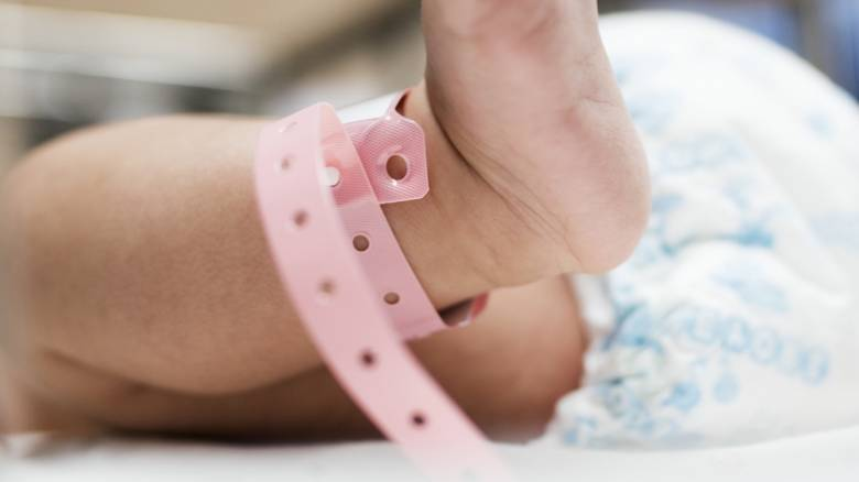 Ιαπωνία: Εξιτήριο για το μικρότερο νεογέννητο αγόρι του κόσμου που γεννήθηκε μόλις 258 γραμμάρια