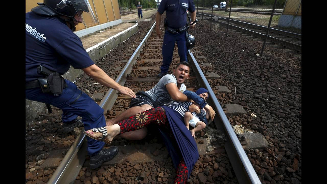 https://cdn.cnngreece.gr/media/news/2019/04/19/173643/photos/snapshot/2016-04-18T195220Z_478112195_GF10000387308_RTRMADP_3_EUROPE-MIGRANTS-HUNGARY.JPG