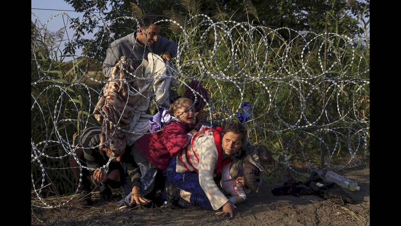 https://cdn.cnngreece.gr/media/news/2019/04/19/173643/photos/snapshot/2016-04-18T195226Z_1964088092_GF10000387304_RTRMADP_3_EUROPE-MIGRANTS-HUNGARY.JPG