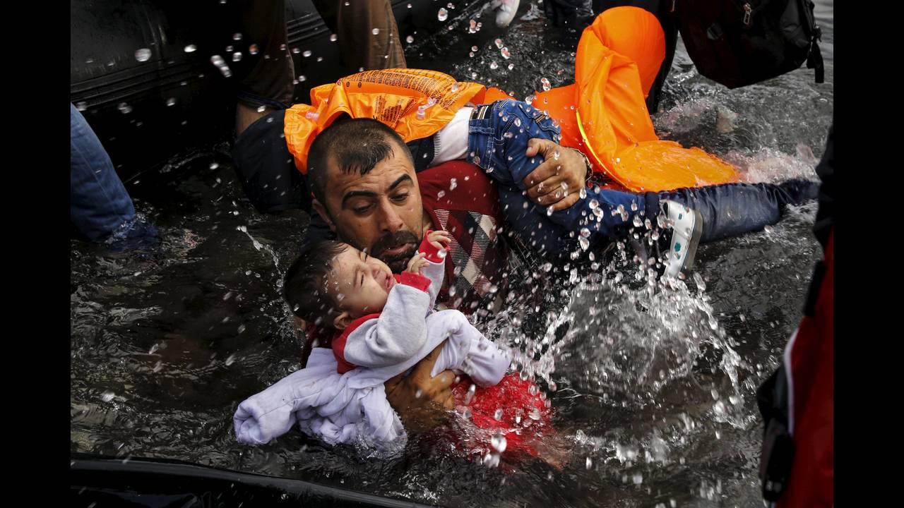 https://cdn.cnngreece.gr/media/news/2019/04/19/173643/photos/snapshot/2016-04-18T195251Z_1536359855_GF10000387294_RTRMADP_3_EUROPE-MIGRANTS-GREECE.JPG