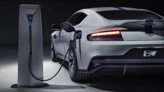 H Rapide E είναι η πρώτη ηλεκτρική Aston Martin, με 610 ίππους και τιμή από 275.000 ευρώ