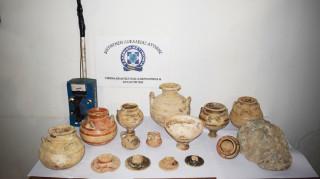 Συνελήφθησαν τρεις αρχαιοκάπηλοι στη Μεσσηνία - Θα πουλούσαν κτερίσματα από μυκηναϊκό τάφο