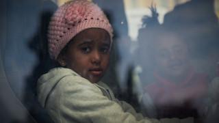 Αποχωρούν σταδιακά οι πρόσφυγες από την πλατεία Συντάγματος