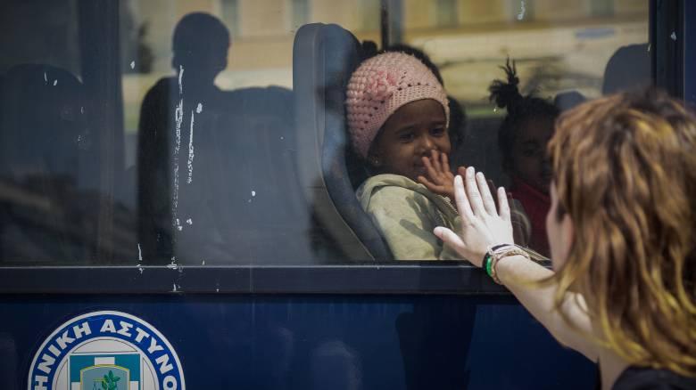 Άδειασε η πλατεία Συντάγματος από τους πρόσφυγες