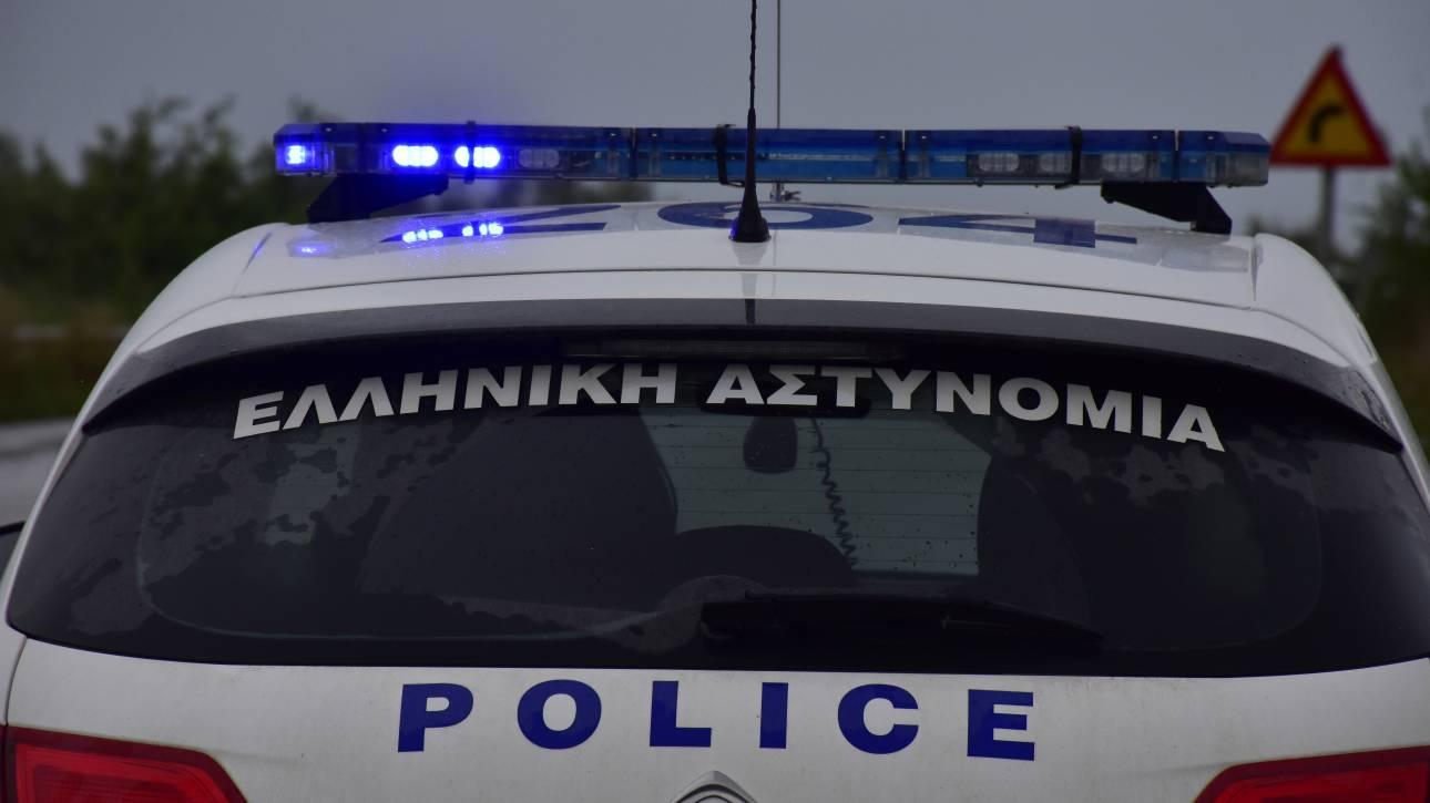 Θεσσαλονίκη: Περιπολικό «καρφώθηκε» σε περίπτερο κατά τη διάρκεια καταδίωξης