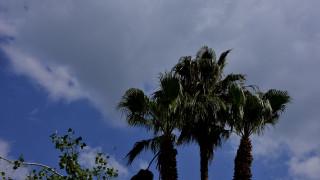 Καιρός Μεγάλη Εβδομάδα: Ανοιξιάτικες θερμοκρασίες αλλά με βροχές και σκόνη