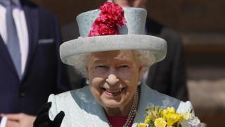 Βασιλικά βάσανα: Τα γενέθλια της Ελισάβετ, η απουσία της Μέγκαν και η μετανάστευση στην Αφρική