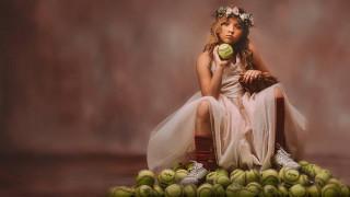 «Είσαι αθλητικό ή ρομαντικό κορίτσι;» Μια ανατρεπτική φωτογράφιση με δυνατό μήνυμα