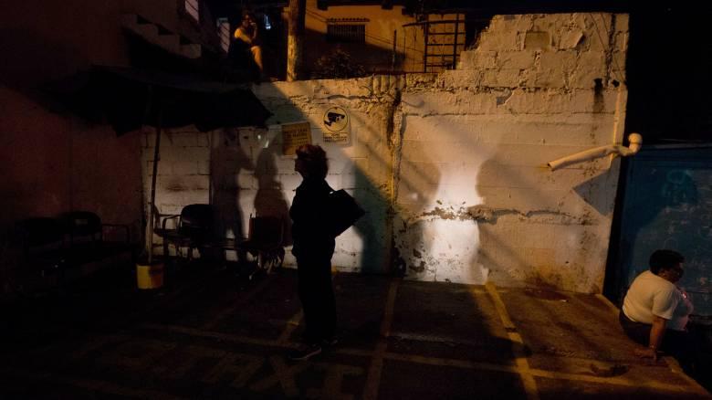 Βενεζουέλα: Εξοικονομούν ρεύμα με μειωμένο ωράριο σε εργαζόμενους και μαθητές