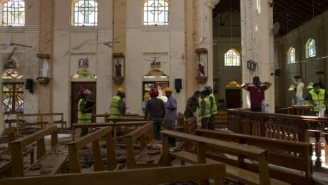 Δύο βίντεο καταγράφουν το βομβιστή αυτοκτονίας να μπαίνει σε εκκλησία στη Σρι Λάνκα