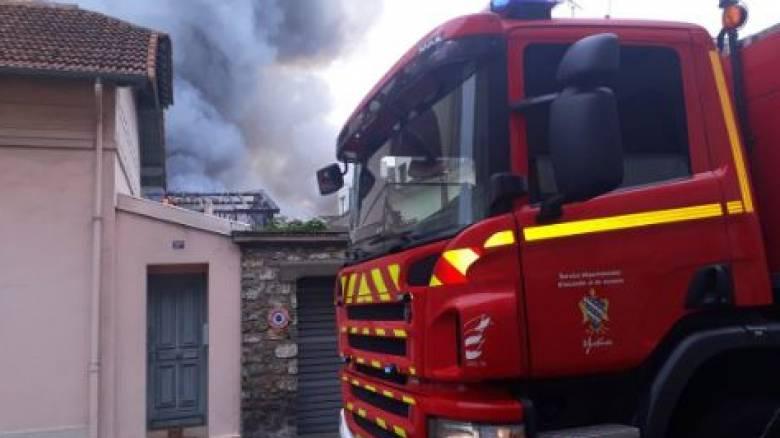 Νέος συναγερμός στη Γαλλία: Φωτιά στις Βερσαλλίες