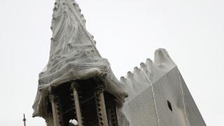 Παναγία των Παρισίων: Μετά τη φωτιά απειλείται από το νερό - «Τρέχουν» να τη σκεπάσουν