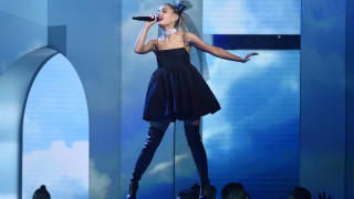 Ariana Grande: Την «πήραν» με τις... λεμονόκουπες στο Coachella κι έφυγε άρον - άρον από τη σκηνή