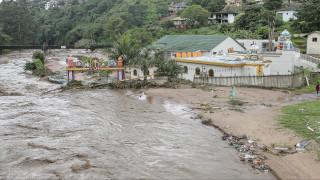 Καταρρακτώδεις βροχές στη Ν. Αφρική: Δεκάδες νεκροί και αγνοούμενα παιδιά (pics&vids)