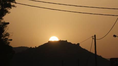 Καιρός Πάσχα: Η αφρικανική σκόνη «σκέπασε» τη χώρα - Αποπνικτική η ατμόσφαιρα