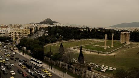 Αποπνικτική η ατμόσφαιρα: Η αφρικανική σκόνη «σκέπασε» την Αθήνα