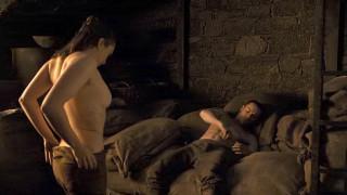 Game of Thrones: Η Άρια μιλά για την «άβολη» πρώτη φορά που έκανε σεξ στο πλατό