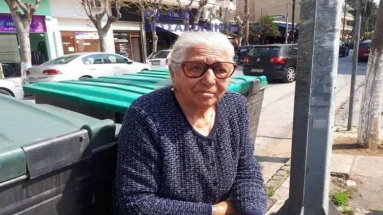 Πρόστιμο 2.600 ευρώ στην 90χρονη με τα τερλίκια - «Να κατασχέσετε το φέρετρό μου», απαντά