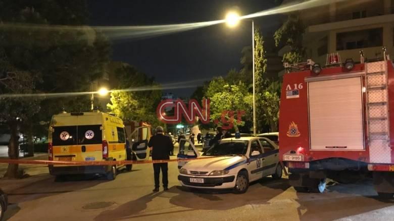 Νύχτα τρόμου στη Νέα Σμύρνη: Άνδρας με μαχαίρι κρατάει όμηρο τον πατέρα του