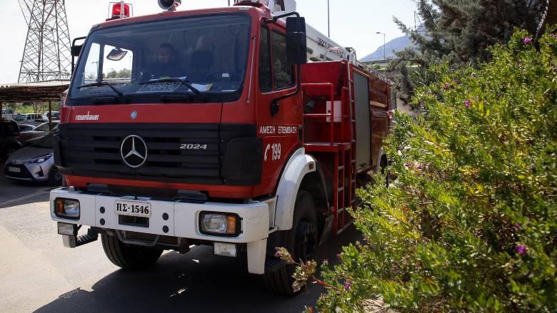 Πυρκαγιά στα Σπάτα - Καίγονται ελαστικά