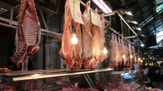 «Πασχαλινά Σφυριά»: Αναρχικοί vegan επιτέθηκαν σε κρεοπωλείο στα Εξάρχεια