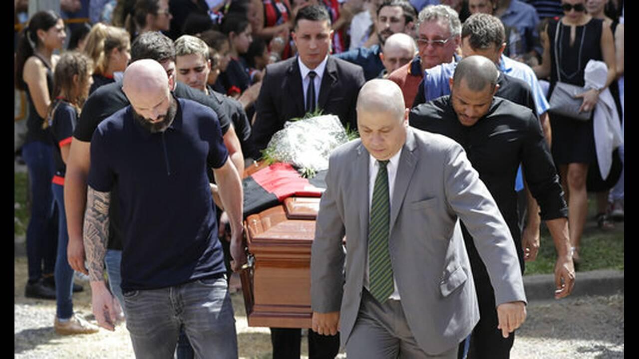 https://cdn.cnngreece.gr/media/news/2019/04/26/174478/photos/snapshot/AP_19047661372214.jpg