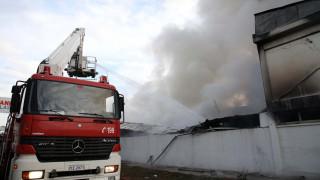 Πλήρης καταστροφή του εργοστασίου ανακύκλωσης από φωτιά στη Σίνδο