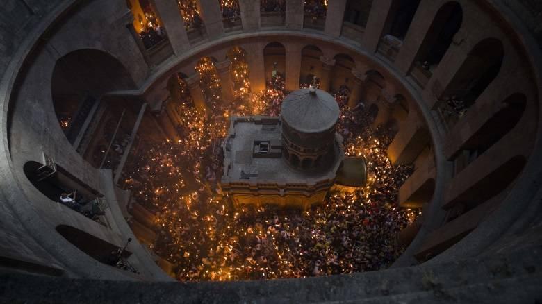 Έντονη ενόχληση της εκκλησίας για το «αλαλούμ» με το Άγιο Φως