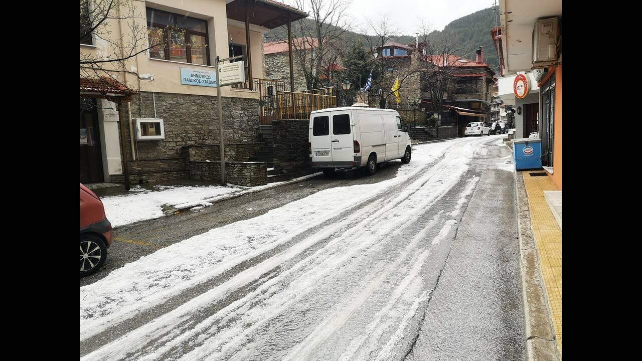 https://cdn.cnngreece.gr/media/news/2019/04/27/174607/photos/snapshot/xalazi-livadi_5.jpg