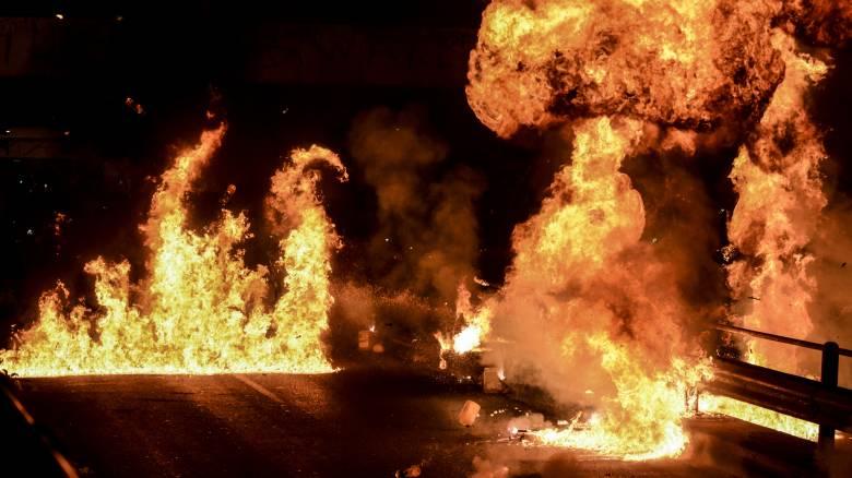 Ανάσταση με... μολότοφ, βεγγαλικά και φωτιές στο Νέο Κόσμο