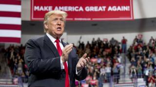 Ο Τραμπ «σνόμπαρε» ξανά τους ανταποκριτές του Λευκού Οίκου