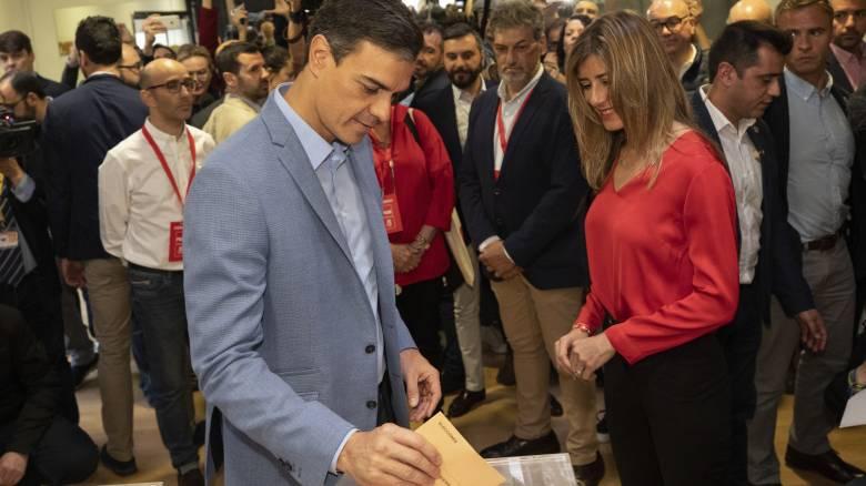 Ισπανία: Πρώτος ο Σάντσεθ χωρίς πλειοψηφία - Μπαίνει στη Βουλή η ακροδεξιά μετά από 40 χρόνια