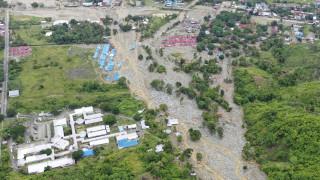 Εικόνες Αποκάλυψης στην Ινδονησία: Δεκάδες οι νεκροί από τις πλημμύρες